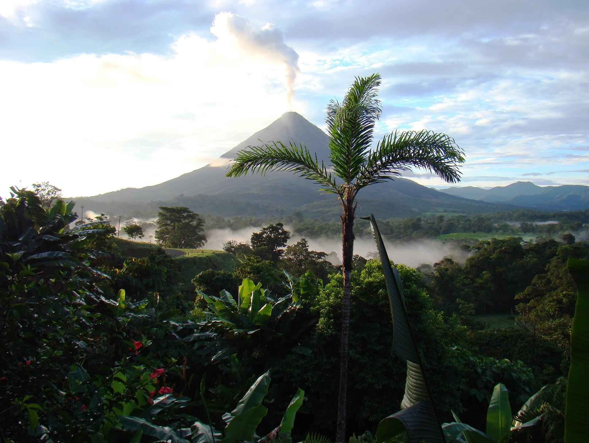 volcano-718277_1920