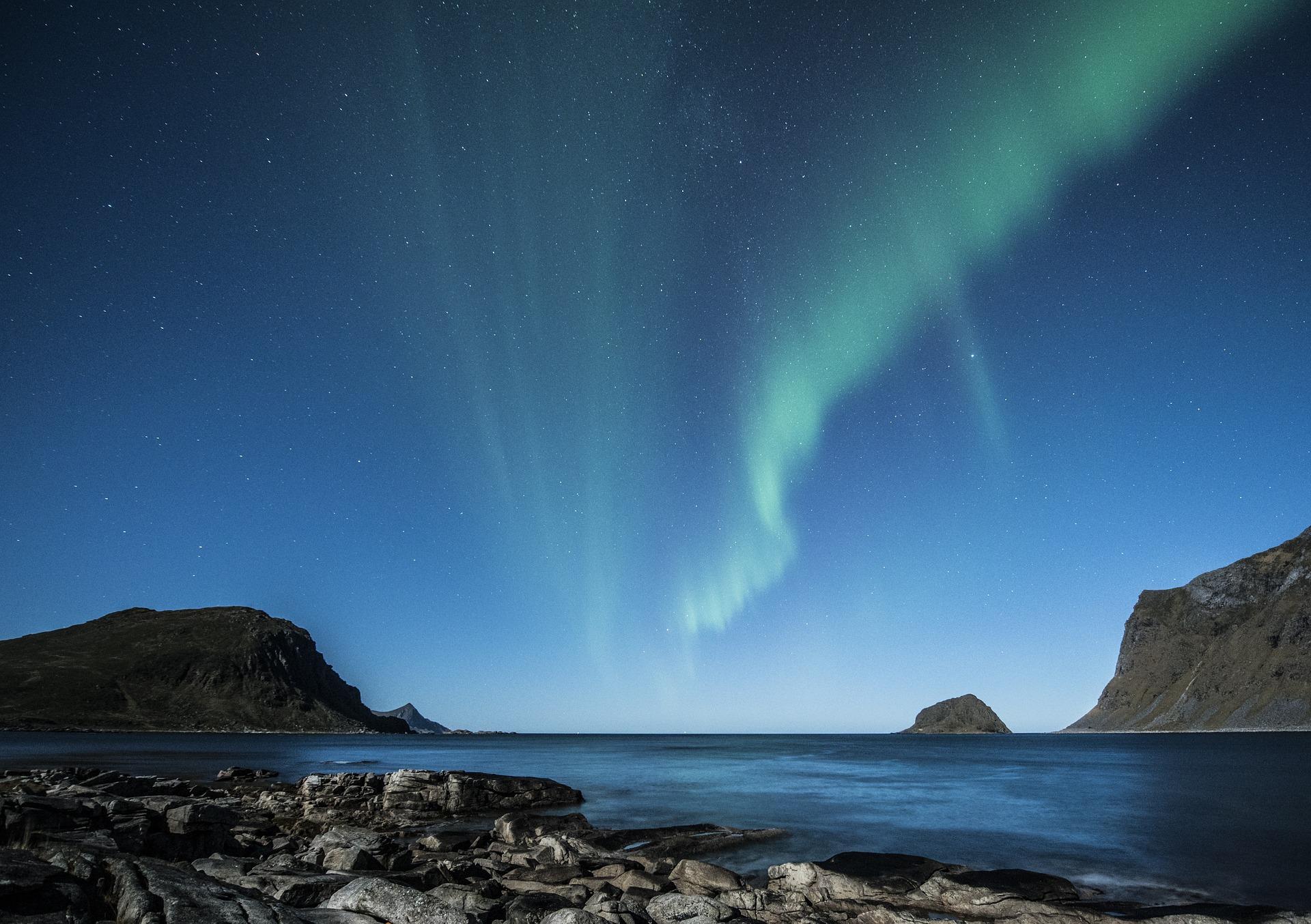 aurora-borealis-1032523_1920