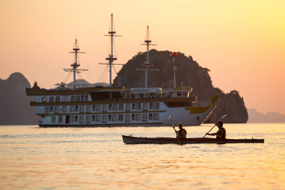 Halong-Bay-Luxury-Cruise-Kayaking-Dragon-Legend_6_2017_01